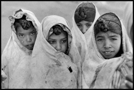 Elliott Erwitt – Four Egyptian Girls 1958