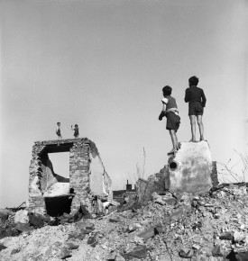 "David ""Chim"" Seymour – Children playing in the ruins. Vienna, Austria, 1948"