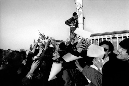 Patrick Zachmann – Tiananmen Square. Second day of the students' hunger strike. Beijing, China, May 14, 1989
